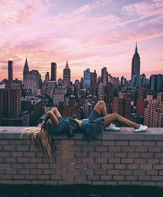 How beautiful is this pic? NYC at its best! is picture goals 💙Here, wearing our Terra sneaker in Royal Blue/White. Poses Photo, Picture Poses, Artsy Photos, Cute Photos, Photography Poses, Travel Photography, Nyc Instagram, Disney Instagram, Foto Madrid