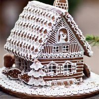 Lots of White Frosting Details! Christmas Gingerbread House, Noel Christmas, Gingerbread Man, Christmas Treats, Christmas Baking, Holiday Treats, Winter Christmas, All Things Christmas, Gingerbread Cookies