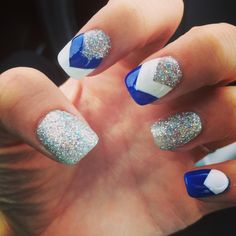 Yess dam beautiful nail art in 2019 nail art beautiful. Blue And White Nails, Blue Nails, Pretty Nail Designs, Nail Art Designs, Nails Design, Photomontage, Graduation Nails, Prom Nails, Beautiful Nail Art