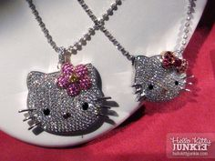 y necklaces! So kawaii, no!? I am sure they are very expensive — look at all those diamonds! @___@