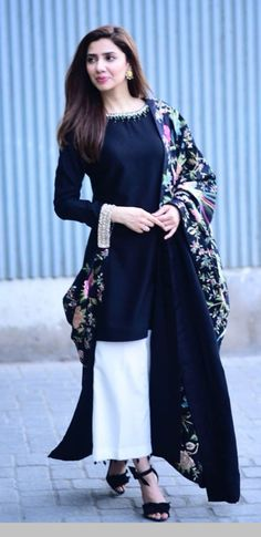 Mahira Khan looking like a vision as always. Picture from her movie promotions for . Anyone watched the movie? Pakistani Dresses Casual, Pakistani Dress Design, Indian Dresses, Indian Outfits, Kurta Designs, Mahira Khan Dresses, Shadi Dresses, Stylish Dresses, Casual Dresses