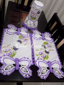 MEIRE OSCAR ARTES E ARTESANATOS ! !: Caminhos de mesa e capa de liquidificador Crochet Table Runner, Crochet Tablecloth, Crochet Doily Patterns, Crochet Doilies, Crochet Butterfly, Pineapple Crochet, Art Techniques, Table Runners, Origami