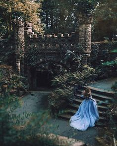 Manchester-based photographer Rosie Hardy's self portraits are set in fantasy worlds where there is an unmistakable sense of romantic beauty. Foto Fantasy, Fantasy World, Fantasy Forest, Fantasy City, Fantasy Castle, Dark Fantasy, Queen Aesthetic, Princess Aesthetic, Fantasy Photography