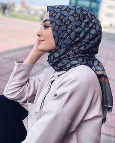 Image in hijab💖 collection by Zahraa A. Abaya Fashion, Muslim Fashion, Modest Fashion, Girl Hijab, Hijab Outfit, Muslim Girls, Muslim Women, Beautiful Hijab Girl, Conservative Outfits
