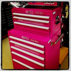 I sooooooo want this PINK TOOL BOX!I seen this today at Sears! I would be able to fit all my tools in it!