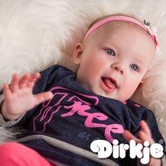Vrij om te bewegen, vrij om te spelen, zij is vrij! Je dochter kan heerlijk spelen en er leuk uitzien met dit leuke shirt uit de Dirkje wintercollectie 2016/2017♥ #dirkje #babykleding #wintercollectie #roze #dirkjebabywear #meisje #paars