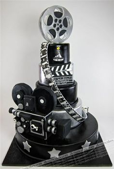 I haven't seen such a unique cake before! Its so fine! Can't guess its flavor though. Movie film camera cake | http://romanticvalentinedays.blogspot.com
