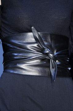 Guy Laroche Fall 2009  Love this belt. If I had a waist again, I would find one like this.
