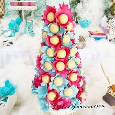 Dolce Franccesca's Birthday / Frozen (Disney) - Photo Gallery at Catch My Party Frozen Party Cake, Frozen Themed Birthday Party, Disney Birthday, Birthday Party Themes, Cute Frozen, Party Activities, Disney Frozen, Birthday Decorations, Party Planning
