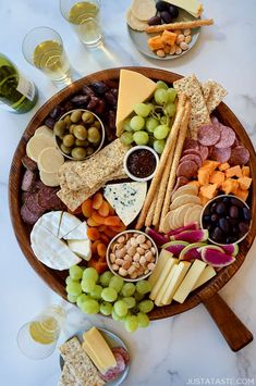 Charcuterie Recipes, Charcuterie Platter, Charcuterie And Cheese Board, Cheese Boards, Antipasto Platter, Meat Appetizers, Appetizer Dips, Meat And Cheese, Cheese Fruit