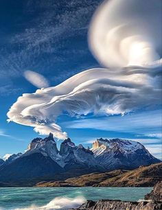 Patagonia, Cafe Concert, Beautiful World, Beautiful Places, Lenticular Clouds, Strange Photos, Crazy Photos, Beaux Villages, Nature Images