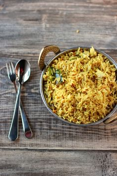 Tamarind Rice is a staple of all South Indian festivals. This recipe for Temple style Tamarind Rice will get you Traditional points from your family.