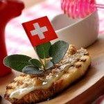 Crostini di pane ed emmenthal con noci e miele