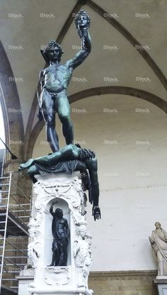 https://secure.istockphoto.com/photo/perseus-with-the-head-of-medusa-florence-gm515924276-88748103