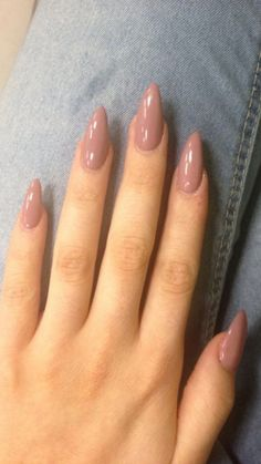 Oval shaped long acrylic pink nails #pinknails