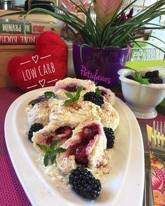 Dnešní první jídlo až v poledne ⏰#lowcarb Myslela jsem 🤔že budu mít po běhu 🏃♀️hlad 🤓ale bylo mi úplně fajn 😍tak jsem udělala snídani… Lchf, Waffles, French Toast, Sweet Treats, Paleo, Low Carb, Breakfast, Recipes, Lowes