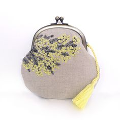 Yellow flowers embroidered on grey linen coin purse (so kawaii! Embroidery Purse, Embroidery On Clothes, Ribbon Embroidery, Embroidery Hoop Art, Embroidery Patterns, Cute Coin Purse, Coin Bag, Motifs Textiles, Frame Purse