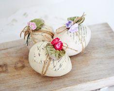 Pretty eggs for Easter or Spring decor Egg Crafts, Easter Crafts, Easter Ideas, Easter Decor, Hoppy Easter, Easter Eggs, Diy Ostern, Easter Parade, Easter Celebration