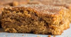 Cinnamon Blondies are so delicious. Cookie Desserts, Dessert Recipes, Dessert Ideas, Yummy Recipes, Yummy Food, Granola, Yummy Treats, Sweet Treats, Sweet Bar