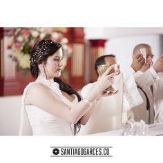 Diegoalzate.com + Santiagogarces.co @Santiagogarces.co  #fotografía #social #groom #weddings #lovestory #justmarried #love #weddingideas LUMINOTECNIA @angela__posada #amor #love #fotosmatrimonio #matrimonio #santiagogarces.co #colombia #Fotografo #strobist #portrait #Laermitadejesus