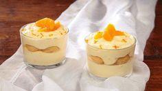 Ricetta Tiramisù all'arancia:  Sgusciate le uova separando i tuorli dagli albumi. Montate i tuorli con lo zucchero fino ad ottenere un composto chiaro e spumoso. Lavorate il mascarpone per ammorbidirlo, quindi unitevi i tuorli montati. Aromatizzate la crema con la...