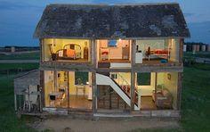 Künstlerin baut Puppenhaus aus alter Farm in Kanada - dollhouse- [SCHÖNER WOHNEN]