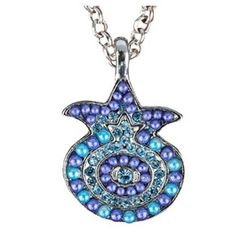 Stun your friends and loved ones with this incredible Yair Emanuel pomegranate necklace. Set with a multitude of blue toned pearl beads and crystals and hanging from an elegant chain necklace, this pendant boasts a unique, sophisticated design.