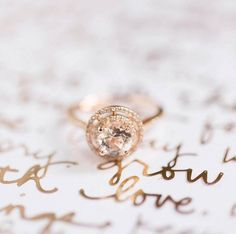 Oh, hello there darling! Close up of the bling by @_laurahernandez | Ring by @fireandbrilliance 💍 #engagementring #diamondring #weddinginspiration #bride #bridetobe #justmarried #love #bling #gold #shesaidyes #isaidyes #rosegold #engaged #engagement