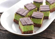 Shrek szelet Hungarian Recipes, Italian Recipes, Sweet Desserts, Sweet Recipes, Layer Cake Recipes, Wedding Desserts, Breakfast Recipes, Food And Drink, Cooking Recipes