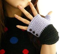 inspiration only -- use 2-tone colors & buttons to indicate front of glove