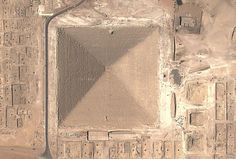 In 1837 Egyptologist Colonel Howard Vyse blasted a hole in the Great Pyramid of Giza and discovered a section of iron sheet lodged between the inner blocks. Yet the pyramid was constructed two millennia before the Iron Age. Ancient Egypt Pyramids, Giza Egypt, Pyramids Of Giza, Ancient Aliens, Ancient History, Old Egypt, Egypt Art, Out Of Place Artifacts, Temples
