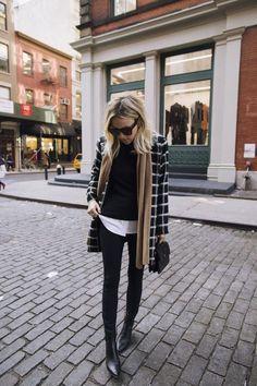 O melhor do Street Style de Nova York Com as datas das semanas de moda divulgadas, já podemos aguardar ansiosamente pelas novidades, tendências e nos inspirar nas novas coleções dos grandes estilistas do mundo fashion. #moda #style #look