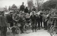 Op 23 februari 1917 brak er in Sint-Petersburg een hongeroproer uit. Er was tekort aan bijna alles geweren, kogels, kanonnen, granaten, kleren en te weinig voedsel. Veel Arbeidsters demonstreerden. ze eisten brood, hogere lonen en een regering door de Doema.
