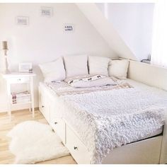 inspiration chambre Bett Source by Dream Rooms, Dream Bedroom, Home Bedroom, Bedroom Decor, Bedrooms, Bedroom Ideas, Light Bedroom, Teen Bedroom, Ikea Daybed