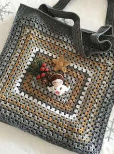 Crochet Purse Patterns, Crochet Motifs, Crochet Tote, Granny Square Crochet Pattern, Crochet Handbags, Crochet Squares, Crochet Purses, Crochet Granny, Crochet Gifts