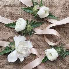 Handgelenk Corsage, Ribbon Wrist Corsage, White Wrist Corsage, Diy Corsage Bracelet, Wedding Wrist Corsage, Yekol Wedding, Wedding Studio, Hawaii Wedding, ...