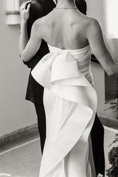 The bride wore Oscar de la Renta for her wedding in California.