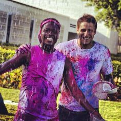Students paint their faces during the Festival of Colors @Lynn University #lynning