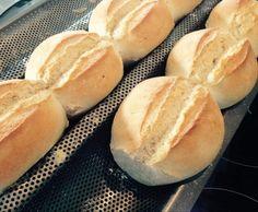 Rezept doppelte Brötchen von Sprahorde - Rezept der Kategorie Brot & Brötchen Bread Recipes, Baking Recipes, German Bread, Kitchen Queen, Keto Bread, Hot Dog Buns, Food Videos, Sandwiches, Bakery