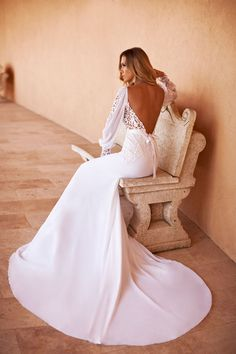 2014 Fall/Winter Collection, love the sexy low back with open but delicate long sleeves #wedding