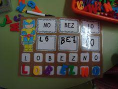 Esta semana han estrenado un nuevo juego en el rincón de las letras. Tienen que ordenar las sílabas para formar correctamente el nombre de ...