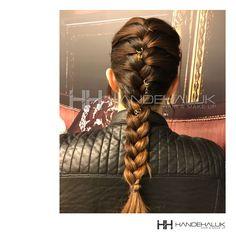 Saç yüzüklerini/saç piercingini örgü modelleri ile kullanarak trend bir görünüm elde edebilirsin…  *** Saç yüzüklerini/saç piercingini  şubelerimizden temin edebilirsiniz…  #HandeHaluk #ulus #zorlu #zorluavm  #zorlucenter #hair #hairstyle #hairoftheday #hairfashion #hairlife #hairlove #hairideas #hairsalon #hairstylists #hairinspiration #hairtrends #inspiration #HandeHalukAveda #Avedacolor   #Avedahair #Avedahaircare #Avedahairstyle #braidstyle  #braid #braidideas