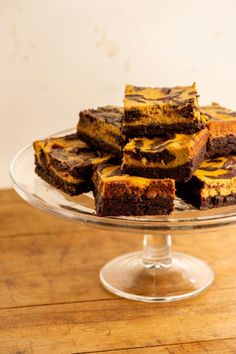 Pumpkin Cream Cheese Brownies / A fudgy brownie, dense, and with a serious hit of chocolate, swirled with a creamy pumpkin cheesecake and scented with those great fall spices. Cream Cheese Brownies, Pumpkin Cream Cheeses, Cream Cheese Spreads, Baked Vegetables, Fudgy Brownies, Brownie Recipes, Cake Recipes, Dessert Recipes, Canned Pumpkin