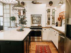 White Farmhouse Kitchens, Vintage Hippie, Cabinet, Kitchen Inspiration, Design, Home Decor, Clothes Stand, Decoration Home, Room Decor