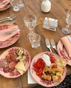 💕 Hump Day has you wishing for the weekend. How cute is this spread for brunch with the gals? Good Food, Yummy Food, Tasty, Jai Faim, Food Porn, Brunch, Aesthetic Food, Healthy Dinner Recipes, Carne