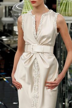 Chanel Spring 2017 Couture Fashion Show Couture Mode, Style Couture, Couture Details, Fashion Details, Couture Fashion, Chanel Couture, Fashion 2017, Runway Fashion, Fashion Show