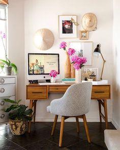 Tengo que poner flores en mi despacho, el toque de color hace q trabajes mucho más a gusto!