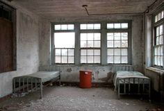 Haunting Photographs Of Abandoned Mental Hospitals Will Make Your Skin Crawl - DesignTAXI.com