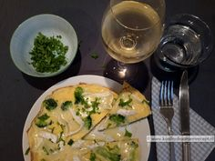 groente omelet Paleo, Keto, Omelet, Eat Breakfast, Brie, Lunches, Broccoli, Healthy Recipes, Healthy Food