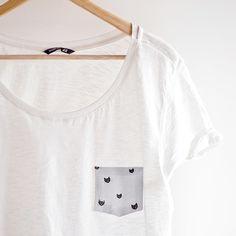 Un T-shirt décoré d'une poche